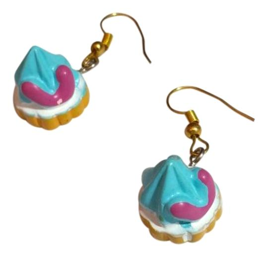 Preload https://img-static.tradesy.com/item/12383023/gold-blue-new-cupcake-charm-a189-earrings-0-3-540-540.jpg