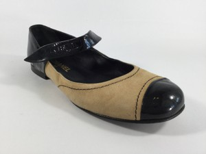 Chanel Tan/Black Flats