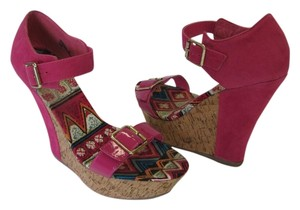 Qupid Size 9.00 M (usa) Excellent Condition Hot Pink, Brown Platforms