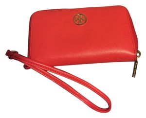Tory Burch Wristlet Wristlet in Coral