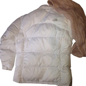 Preload https://item3.tradesy.com/images/the-north-face-size-os-one-size-1240712-0-0.jpg?width=400&height=650