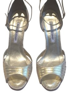 Manolo Blahnik Gold metallic Pumps