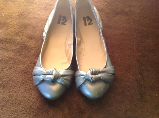 R2 And A Bow Silver Flats
