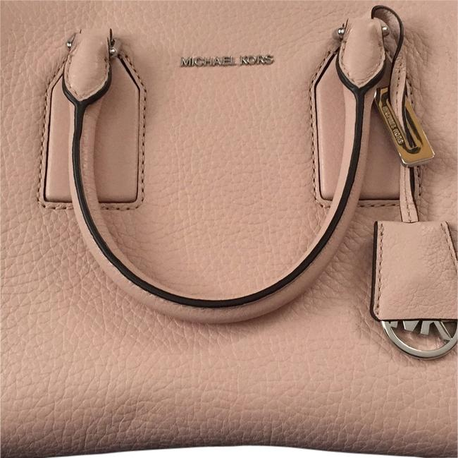 Item - Selby Mauve Leather Cross Body Bag