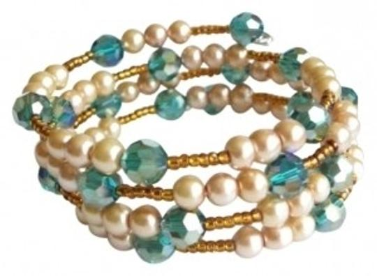 Preload https://img-static.tradesy.com/item/124161/green-turquoise-swarovski-crystal-gold-pearls-bronze-memory-wire-bracelet-0-0-540-540.jpg