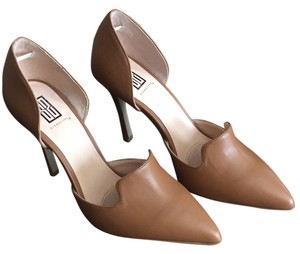 Signature by Shoe Dazzle Pumps