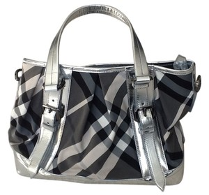 Burberry Beat Check Beat Check And White / White Check White Lowry Lowry Handbag Tote Tote Lowry Lowry Beat Shoulder Bag