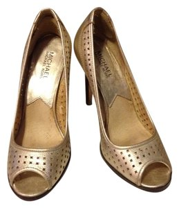 Michael Kors Gold Faux Leather Yellow Gold Pumps