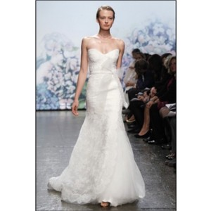 Monique Lhuillier Ivory Chantilly Lace Emma Formal Wedding Dress Size 8 (M)