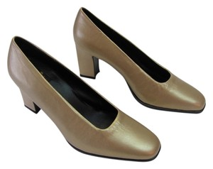 Aerosoles New Size 7.50 M (usa) Leather Gold Pumps