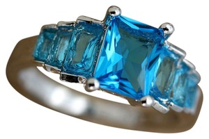 9.2.5 Gorgeous aquamarine topaz silver ring. Size 8.