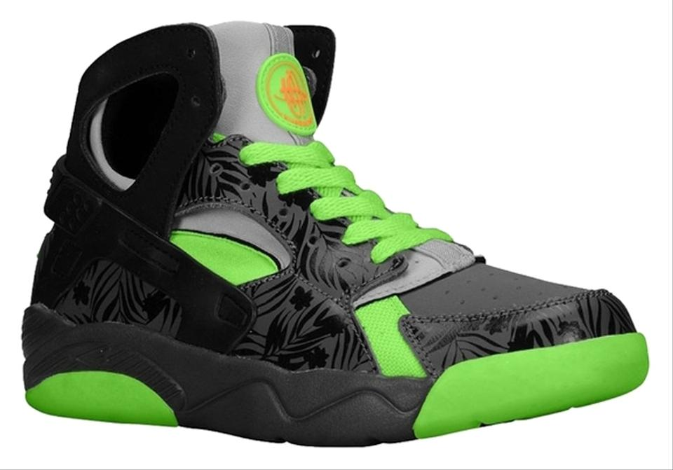 bbceab8c3386 Nike Black Fluorescent Green Youth Air Flight Huarache Sneakers Size ...