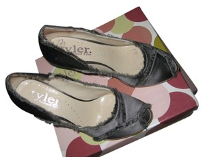 Richard Tyler Pewter Satin Pumps