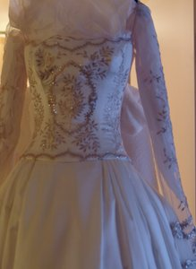 Reem Acra Ivory Satin Crystals and Golden Leaf Embroidery Luxury Gown Formal Wedding Dress Size 2 (XS)