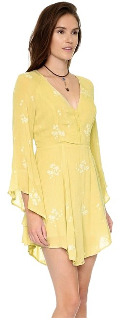 Item - Mustard Jasmine Embroidered Mid-length Night Out Dress Size 0 (XS)
