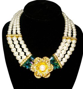 New Glass Pearl Bib Necklace Gold Tone Triple Strand Flower Center J2133