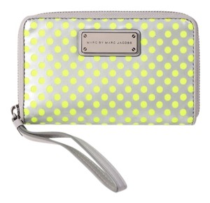 Marc by Marc Jacobs Mesh Gray Wristlet in Green/Gray