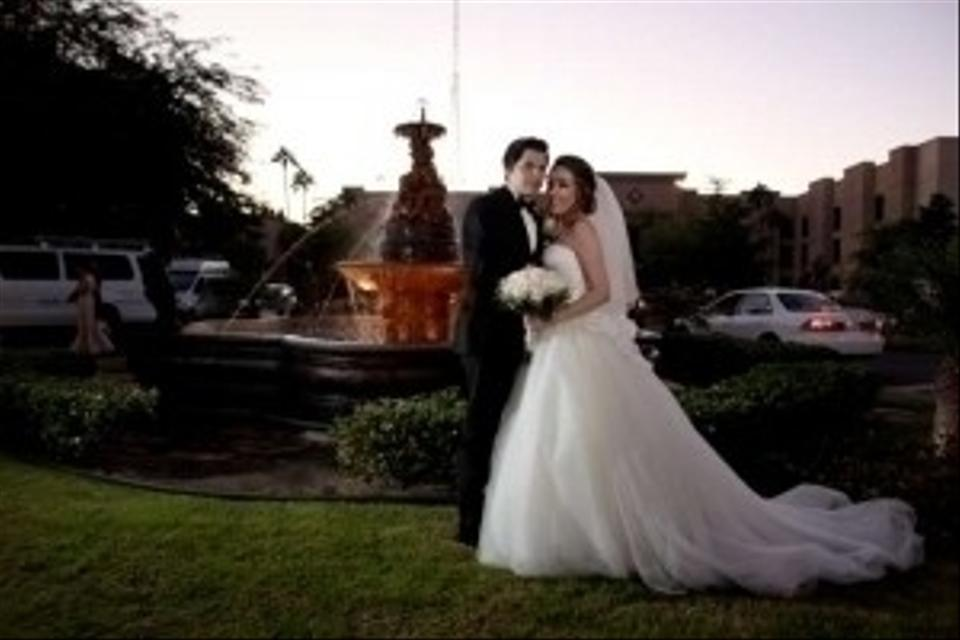 Satin Ball Gown Wedding Dress: Vera Wang Strapless Ball Gown With Satin Corset Bodice
