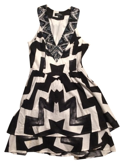 Preload https://item3.tradesy.com/images/bebe-black-and-white-short-cocktail-dress-size-4-s-1249382-0-0.jpg?width=400&height=650