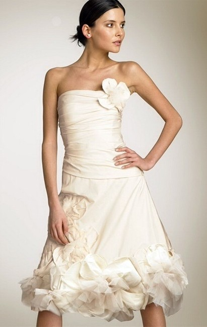 Item - Cream / Off White Polyester and Silk W/ Tulle Applique Strapless Woven Taffeta with Flower (Mif64539-101 ) Casual Wedding Dress Size 6 (S)
