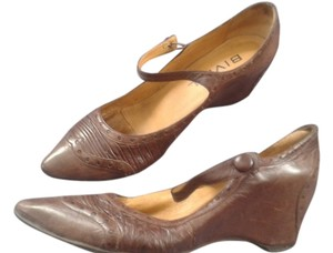Biviel Brown Pumps