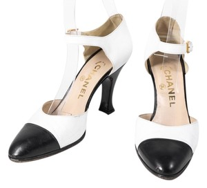 Chanel Black White Leather Goldtone Hardware Heel White/Black Pumps
