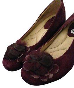 Earth Suede Flower Ornament Comfortable Leather Maroon Quilted Pillow Foot Bed Burgundy Wedges