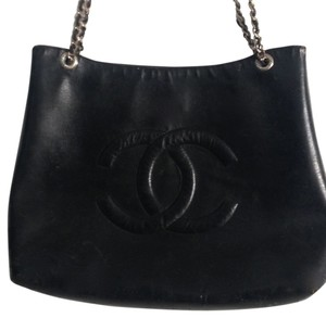Chanel Vintage Leather Cc Logo Tote in Black