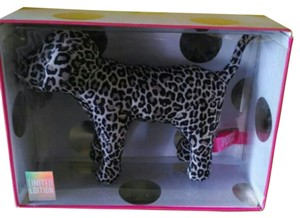 Victoria's Secret Victoria Secret Pink Dog the Leopard 10/2014