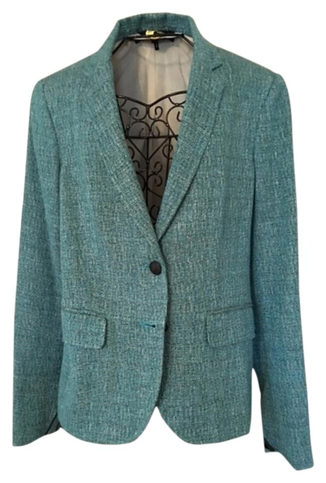 Try teaming a plain tweed blazer with a neutral tee, roll neck or cold-weather shirt, a pair of dark wash jeans and some leather boots. It's a look that nods to British heritage without being.