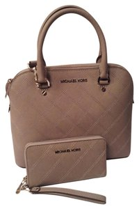 Michael Kors Cindy Matching Wallet Satchel in Pearl Grey