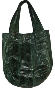 Beirn Snakeskin Geen Tote in green / black