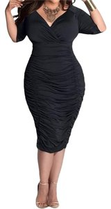LaSuiveur Plus Size Black Dress