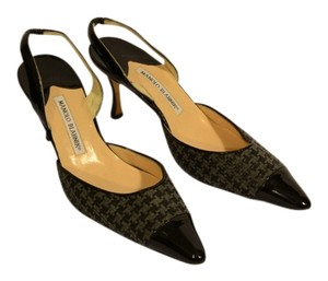 Manolo Blahnik Designer Black and Gray Houndstooth Pumps