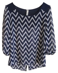 Francesca's Chevron Top White and navy