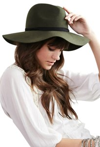 Forever 21 Hats - Up to 70% off at Tradesy 6f500aeaca6
