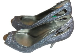 Guess Silver Pumps
