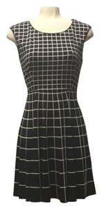 Jessica Simpson Grid Line Print Stretchy Fit And Flare A Line Sleeveles Dress