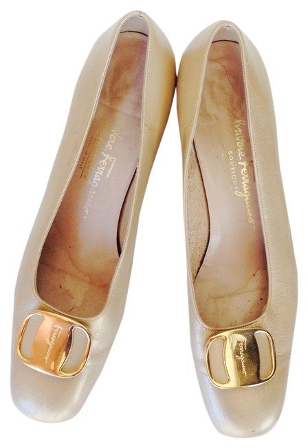 Item - Gold Loafers Flats Size US 8 Narrow (Aa, N)