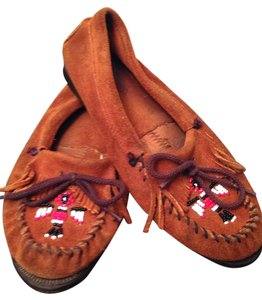 Minnetonka Thunderbird Suede Beaded Chestnut Flats