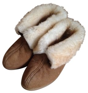 Minnetonka Sheepskin Suede Ankle Slipper tan Boots