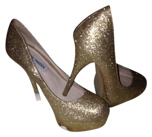 Steve Madden Gold glitter with a high sparkle shine Pumps
