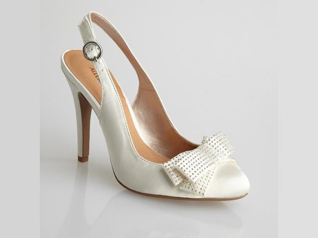 Item - Ivory Joy Sandals Size US 8 Regular (M, B)