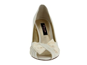 Nina Shoes Ivory Bridal Low Heel Pumps Size US 8 Regular (M, B)