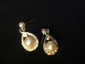 David's Bridal Pearl rhinestone earrings