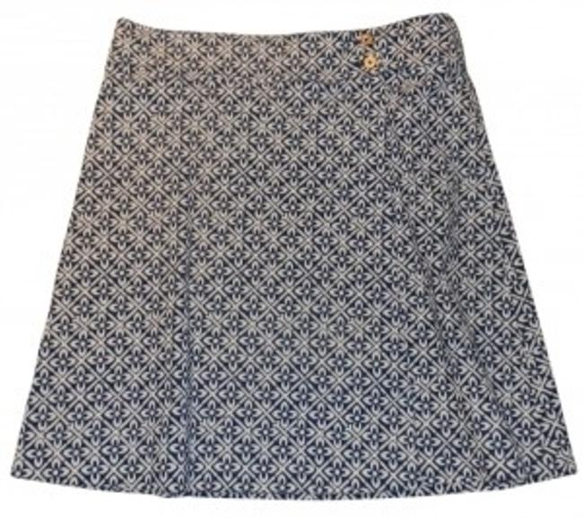Preload https://item3.tradesy.com/images/lilly-pulitzer-blue-and-white-corduroy-feminine-knee-length-skirt-size-10-m-31-12547-0-0.jpg?width=400&height=650