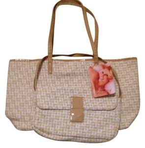Jessica Simpson Tote in beige, white