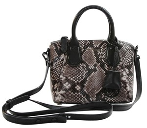 7c7e7c31a42b Michael Kors Campbell Satchels - Up to 90% off at Tradesy