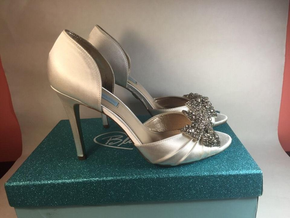 Betsey Johnson White Blue By Gown M Pumps Size US 7 Regular (M, B ...