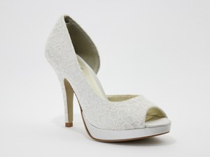 Allure Bridals Ivory Kelly Lace Complimentary Accessory Included Pumps Size US 8.5 Regular (M, B)